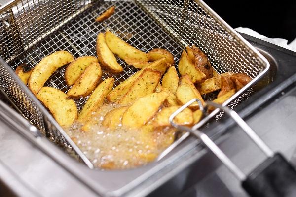 Due Maich è il partner ideale per lo smaltimento dell'olio di frittura dei ristoranti