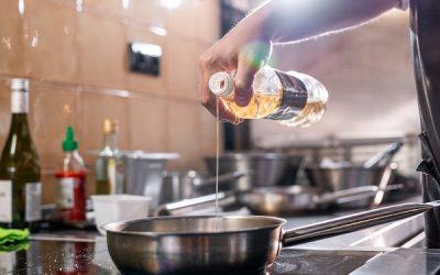 Smaltimento dell'olio esausto alimentare: le due tipologie di servizio offerte da Due Maich